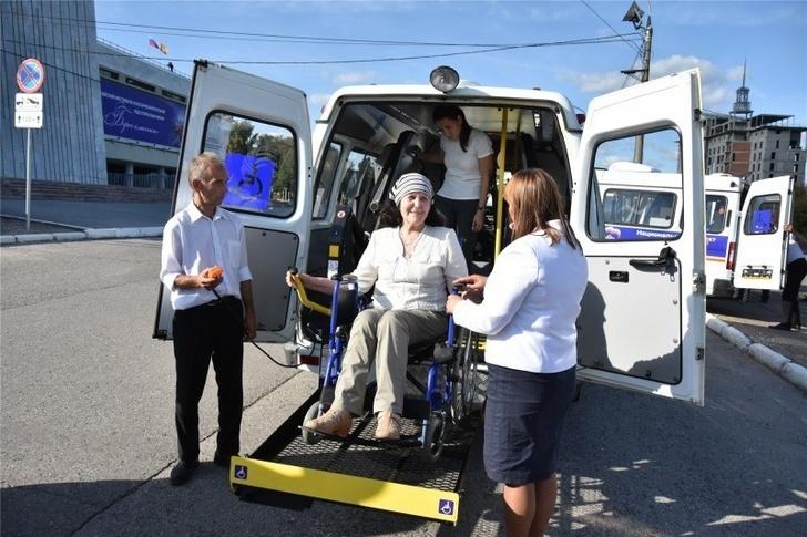 В Чувашию поступили 30 автомобилей с подъемниками для инвалидных колясок