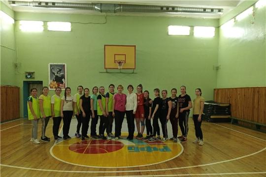 Товарищеская встреча по баскетболу среди девушек
