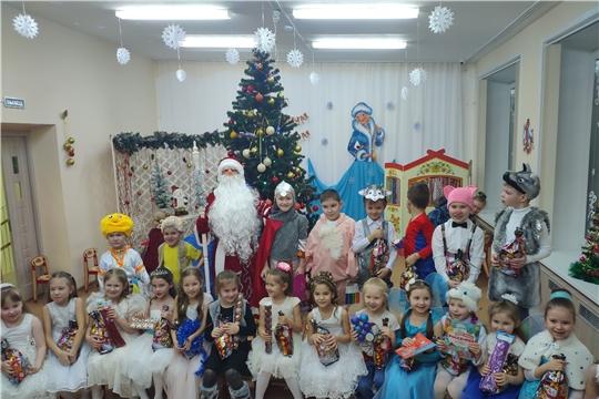 Волонтеры колледжа поздравили воспитанников столичного детского сада с Новым годом