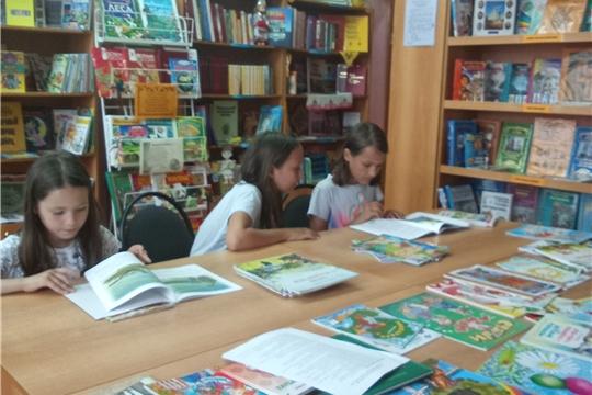 Летняя пора – читай и веселись детвора (детский отдел)
