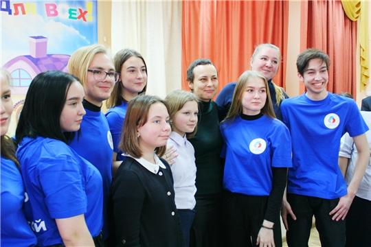 Столичные школьники встретились с рок-певицей Юлией Чичериной