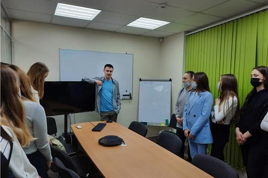Муниципальный проект «Живые уроки»: чебоксарские школьники посетили компанию «Алькона»