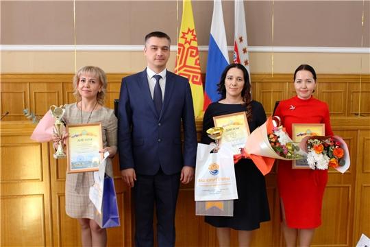 В Чебоксарах состоялось награждение лучших воспитателей и учителей столицы