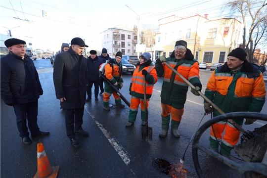 Алексей Ладыков поставил задачу по ямочному ремонту – увеличить производительность до 150 кв.м в день