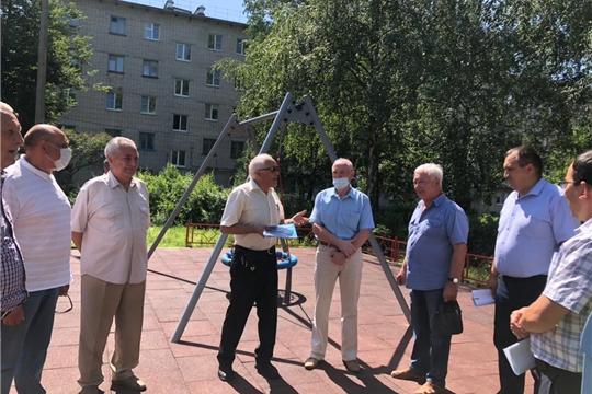 Члены Совета старейшин при Чебоксарском городском Собрании депутатов ознакомились с ходом благоустройства дворовых территорий