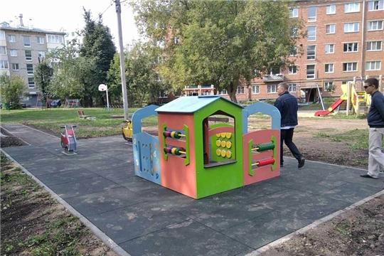 Ещё одно радостное событие - открытие благоустроенной дворовой площадки в Ленинском районе