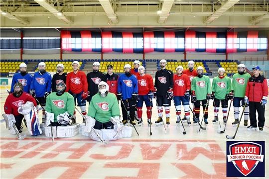 Молодежная хоккейная команда «Сокол» готовится начать свой дебютный сезон в Первенстве НМХЛ