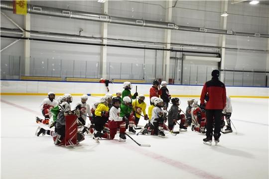 """В региональном центре по хоккею начались тренировки детских команд новочебоксарского """"Сокола"""""""