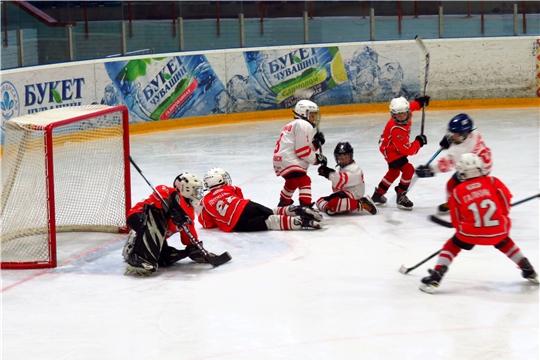 Продолжается Первенство Чувашии по хоккею среди юношей