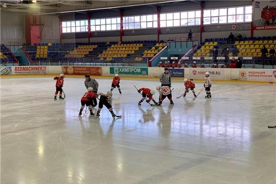 В Новочебоксарске стартовал Первомайский турнир по хоккею