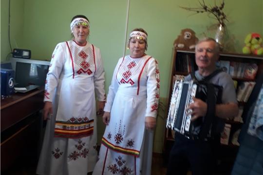 Музыкальное поздравление в честь Дня пожилых прошло в Акшикской сельской библиотеке