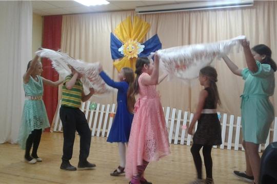 Музыкально-развлекательное мероприятие «Осенний бал» провела библиотекарь Сотниковской сельской библиотеки