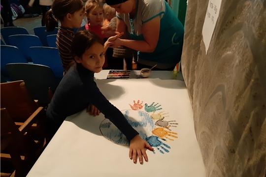 Час доброты и дружбы «Мы едины, значит непобедимы» провела Эльбарусовская сельская библиотека
