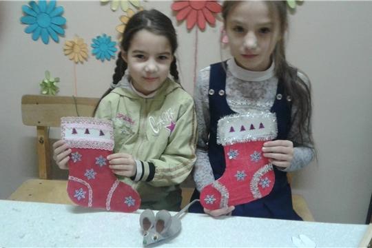 Мастер-класс по изготовлению новогодней поделки прошел в Сотниковской сельской библиотеке