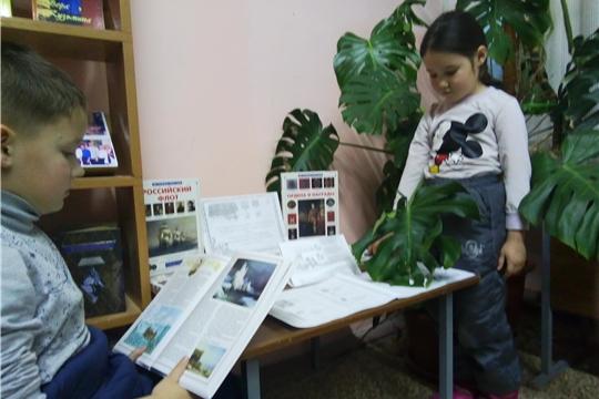 Беседа у выставки «Героями не рождаются, ими становятся» прошла в Бичуринской сельской библиотеке