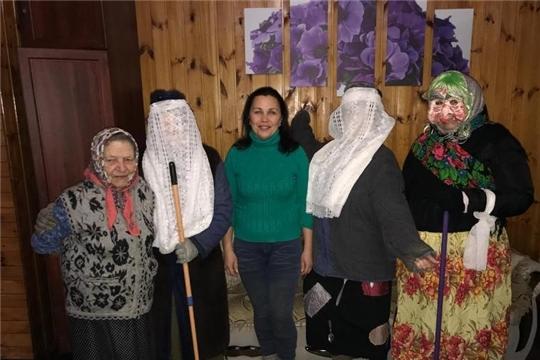 Фольклорный праздник «Пришли святки, выходи на колядки» организовала библиотекарь Покровской сельской библиотеки