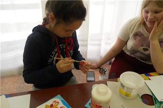 Посетители творческой мастерской Детской библиотеки познакомились с техникой работы квиллинг