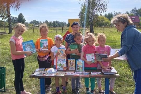Сюндюковская сельская библиотека организовала для детей читальный зал под открытым небом