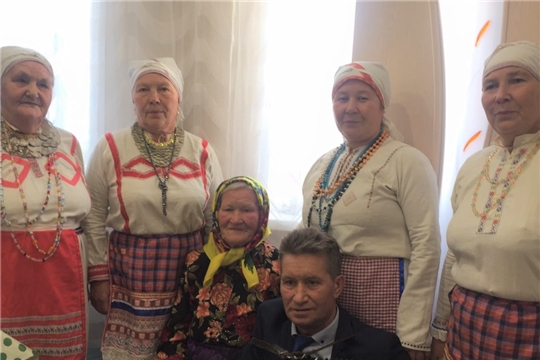 Эльбарусовская сельская библиотека организовала поздравление жительницы деревни Первые Синьялы с 85-летним юбилеем