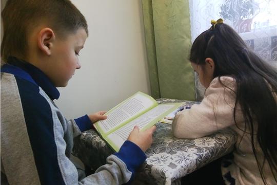 Бичуринской сельской библиотеки провела тематический час, посвященный Дню матери
