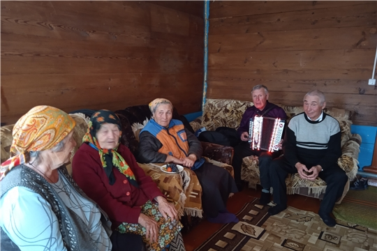 Покровская сельская библиотека организовала поздравления мам на дому