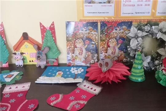 Выставка творческих работ «Новогоднее волшебство» функционирует в Сотниковской сельской библиотеке