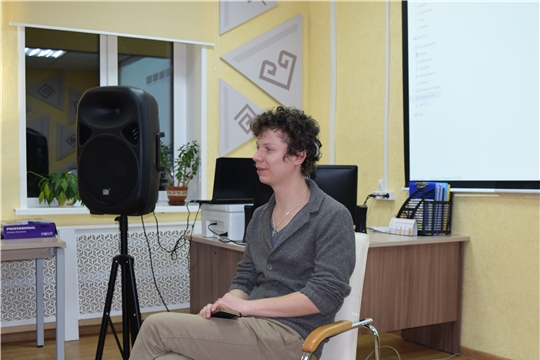 В центральной районной библиотеке Мариинско-Посадского района прошла творческая встреча с актером и режиссером российского кино Егором Сальниковым.