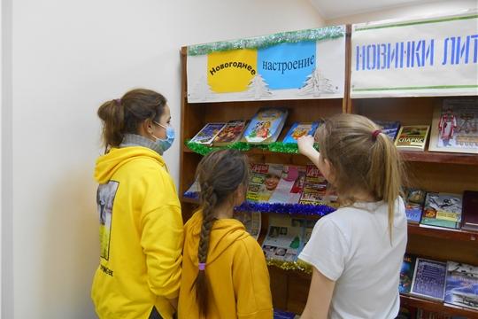 Презентация книжной выставки «Новогоднее настроение» прошла в Приволжской городской библиотеке