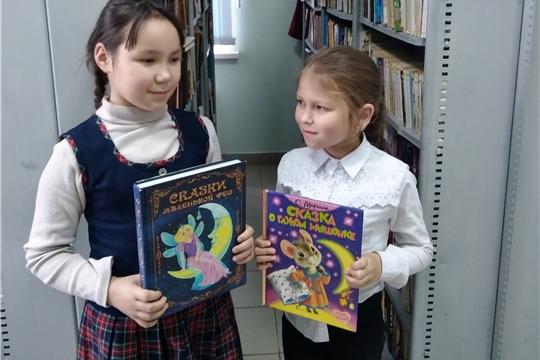 Библиотечный час «Войдем в мир книги вместе» прошел в Сутчевской сельской библиотеки