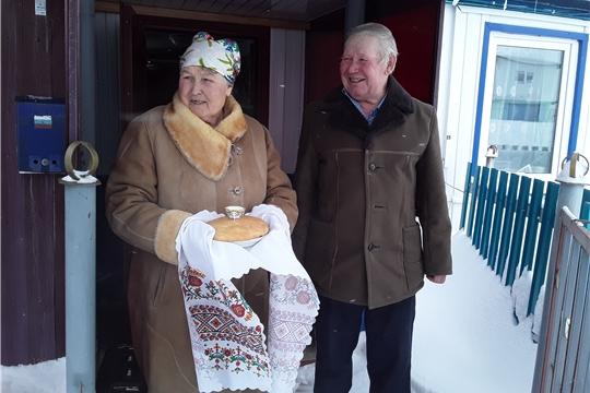 Библиотекари Эльбарусовского сельского поселения организовали поздравление с 70-летним юбилеем жительницу д. Средние Бокаши