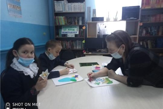 В Эльбарусовской сельской библиотеке прошел мастер-класс по изготовлению открыток к 8 марта