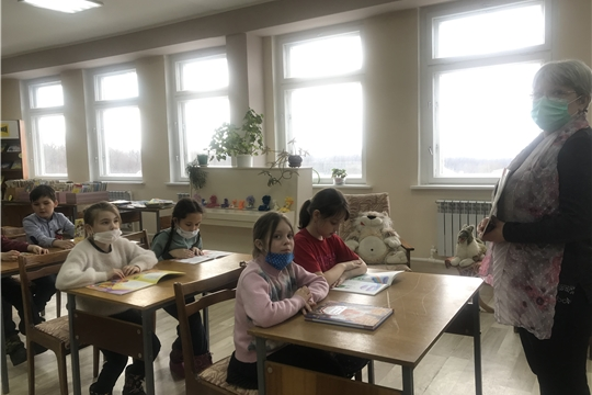 В Приволжской городской библиотеке прошел литературный час «Чувашские писатели детям»