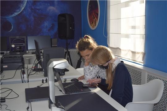 Участники кружка МедиаLab лаборатории узнали о профессии «Дизайнер интерьеров» и создали свои небольшие проекты помещений.