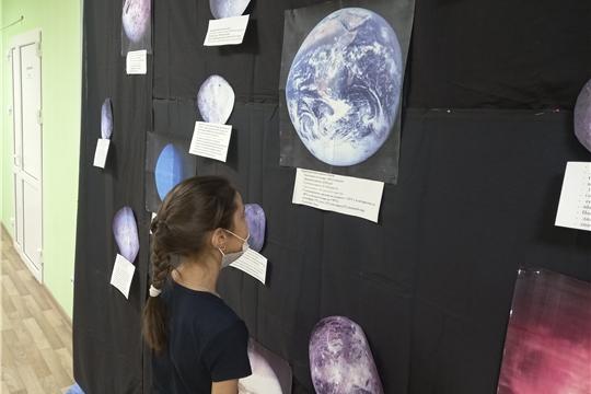 В фойе Октябрьского ЦСДК расположилась целая вселенная, с планетами и спутниками!