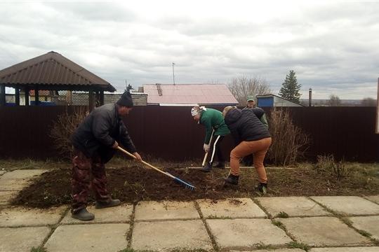 24 апреля, сотрудники Кугеевского ЦСДК, библиотекарь Кугеевской сельской библиотеки и неравнодушные жители присоединились к проведению Всероссийского субботника.
