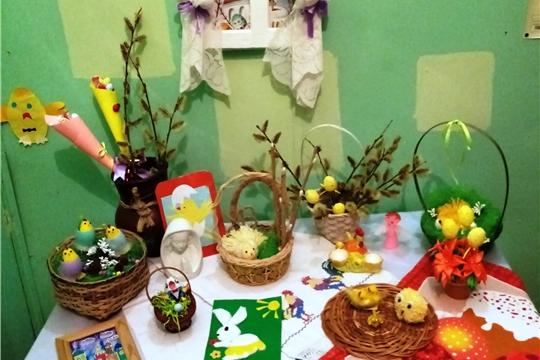 В канун светлого праздника «Пасха» для участников досугового объединения «Василиса» в Новинском ГДК прошло тематическое мероприятие «Пасхальные традиции»