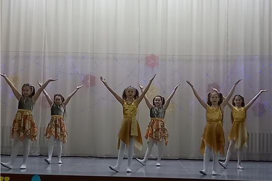 В честь Международного дня танца и в рамках года, посвященного трудовому подвигу строителей Сурского и Казанского оборонительных рубежей, на сцене Шоршелского ЦСДК состоялся III районный фестиваль-конкурс танцевального искусства «Живи, танцуя» в котором приняли участие танцевальные коллективы Эльбарусовского сельского поселения