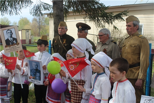 В день Великой и светлой даты жители деревни Сюндюково собрались у памятника павшим односельчанам, погибшим в годы войны.