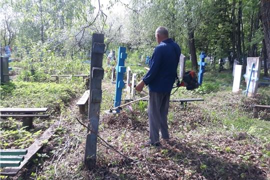 В субботу, 15 мая прошел субботник по уборке территории кладбища д.Дубовка
