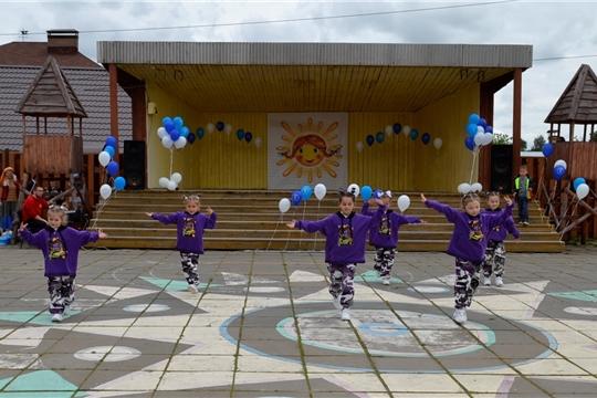В День защиты детей 1 июня 2021 года на площади Культуры состоялась театрализованная развлекательная программа для детей «Ура! Каникулы!»