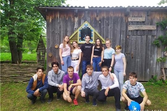 В рамках Международного Дня друзей в Новинском городском Доме культуры собрались выпускники «Общеобразовательной школы»