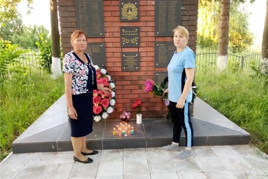 В 4 часа утра работники Первочурашевского сельского дома культуры собрались у памятника погибшим воинам  села Первое Чурашево