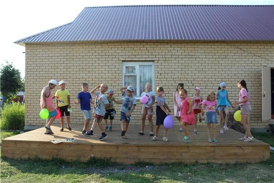 Конкурсно-игровая программа ко дню семьи, любви и верности «Семья-остров счастья!» в Ящеринском СДК.