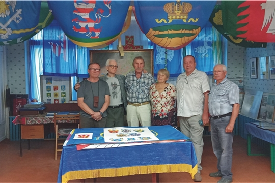 25 июля 2021г.  в творческой лаборатории  геральдического  художества (музее геральдики)  г. Мариинский  Посад  побывали гости  из Санкт-Петербурга,   уроженцы Чувашии и нашего района.