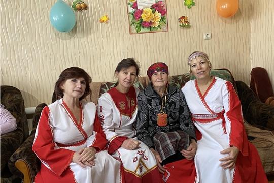75 - летний юбилей жительницы д. Ельниково Т. М. Комаровой.