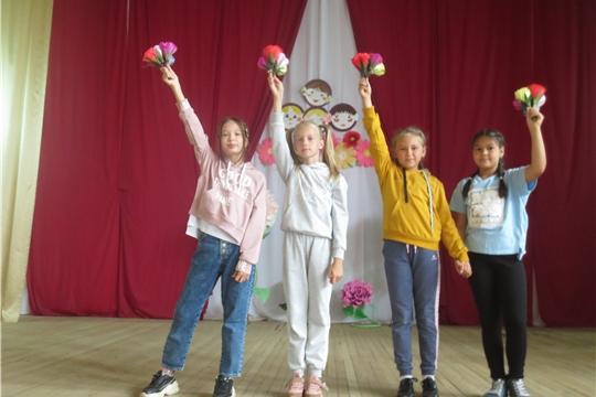 В Приволжском городском Доме культуры прошел праздник «Здравствуй осень, здравствуй школа!»