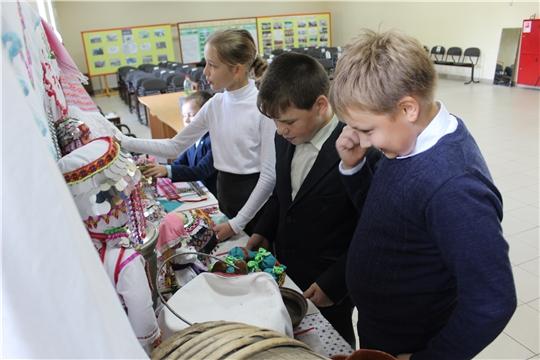 В рамках Всероссийской акции «Культурная суббота» 11 сентября в Сутчевском ЦСДК прошла выставка «Чувашской культуры».
