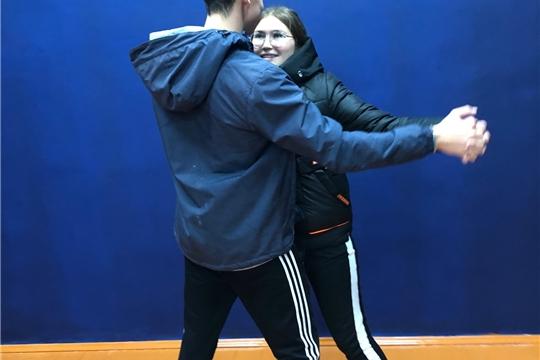 11 сентября в Большекамаевском сельском клубе прошёл мастер класс по вокалу и танцам , учились играть на баяне , так же после мастер класса поиграли в настольный теннис.