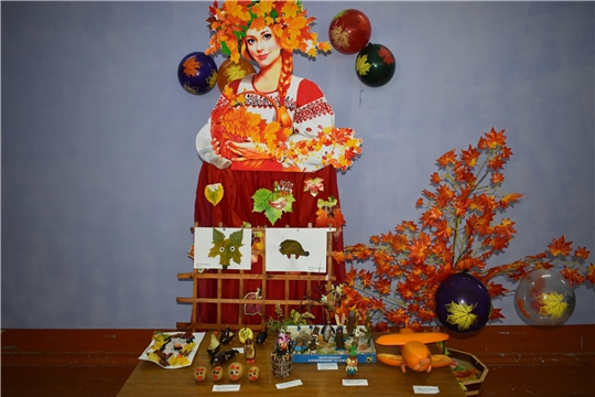 В Адабайском сельском клубе прошла выставка поделок «Осенние фантазии»