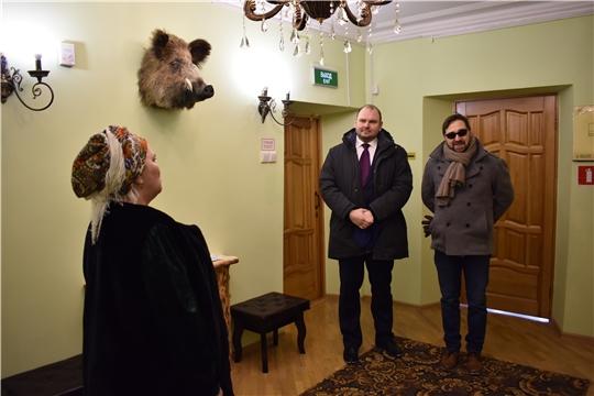 Заместитель министра  экономразвития Чувашии Д.В. Спирин на экскурсии в музее.